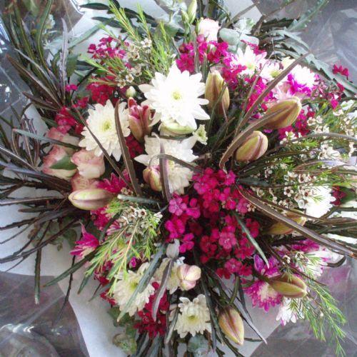 זר פרחים שמח