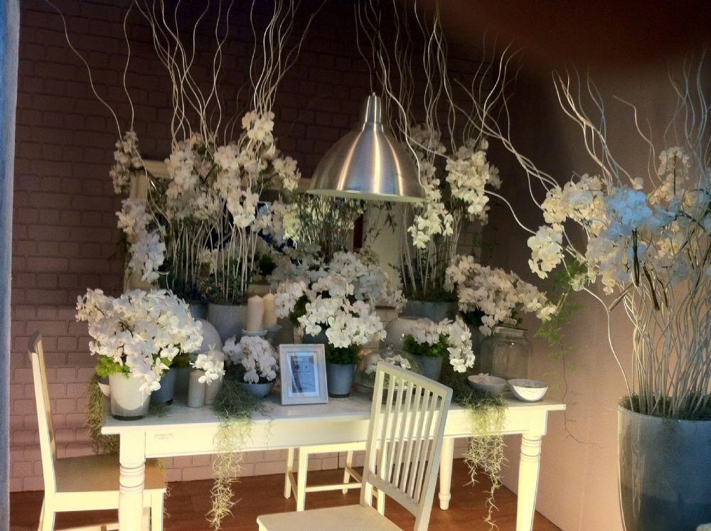 סידורי פרחים זרי פרחים ומה שבניהם